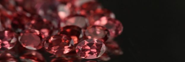 lindi-garnet_gemstones